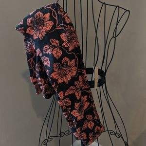Black and coral floral LulaRoe leggings in OS